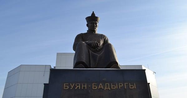 Памятник Буяна-Бадыргы